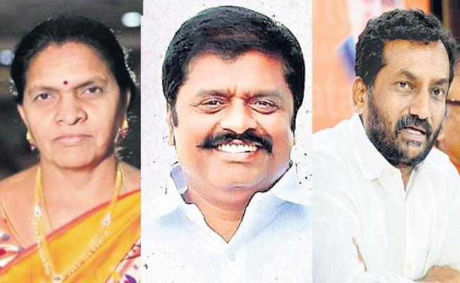 All Parties Tough Fight In Dubbaka Bypoll Election Campaign - Sakshi