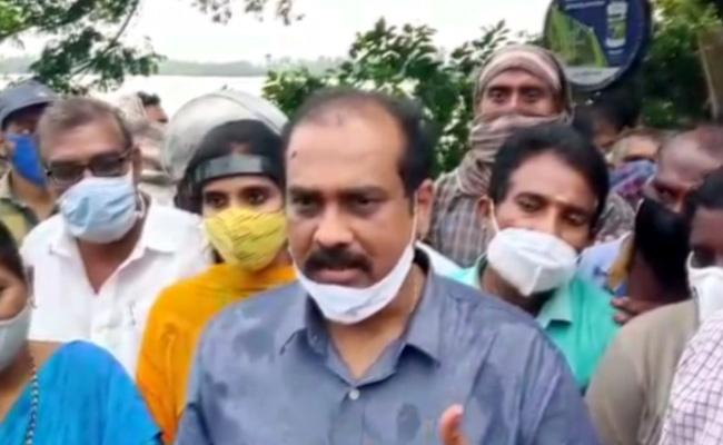 Kurasala Kannababu Visits Kakinada Flood Affected Areas In Kakinada - Sakshi