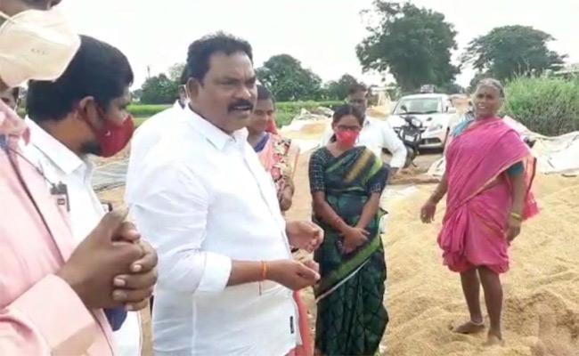 MLA Ravi Shankar Visits Choppadandi Over Heavy Rainfall In Karimnagar - Sakshi