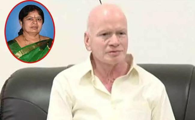 Vijayamma Pays Consoles To  Pilli Subhash Chandra Bose - Sakshi