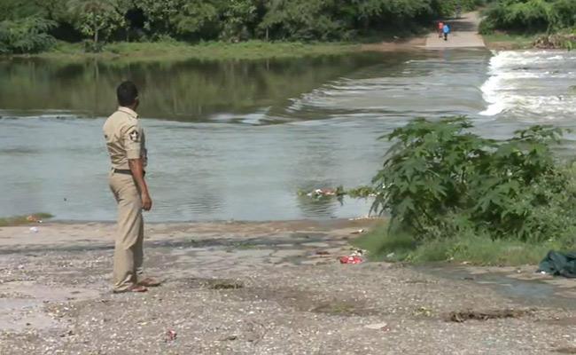 Heavy Flood Flow For Pandrangi Village In Visakhapatnam - Sakshi