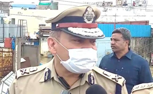 Hyderabad Rains CP Anjani Kumar Asks Cops People Stay Alert - Sakshi