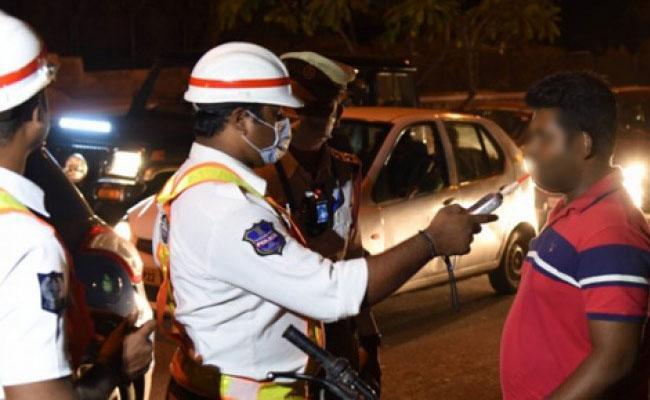 Andhra Pradesh: Last 6 Months 3 Drunk And Drive Cases Registered - Sakshi