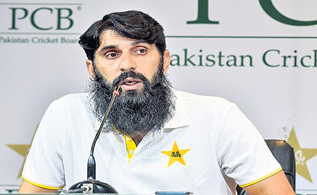 Misbah-ul-Haq to quit Pakistan chief selector - Sakshi