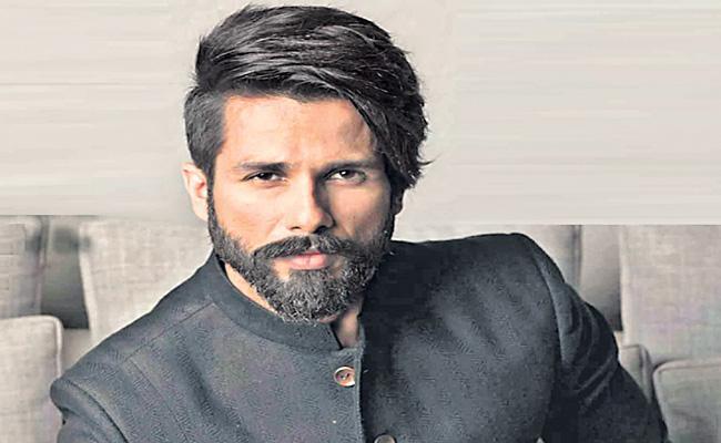 Shahid Kapoor to debut on digital platform - Sakshi