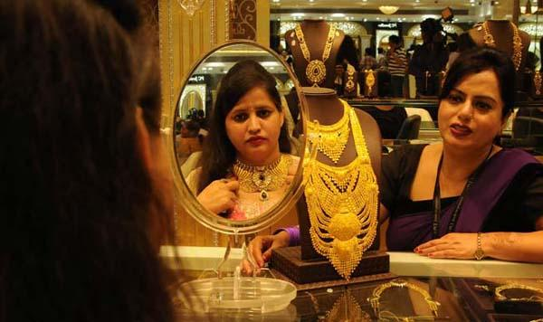 Gold Prices Today Fall For Second Time - Sakshi
