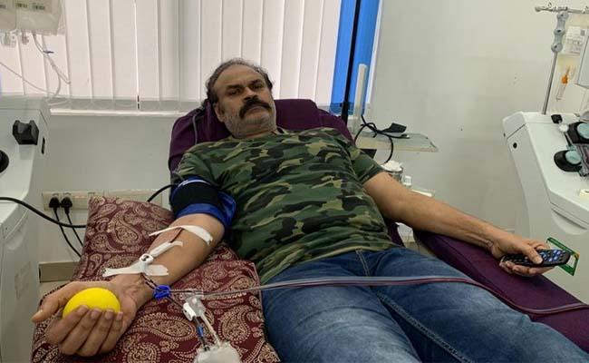Chiranjeevi Praises Brother Nagababu For Donating Plasma - Sakshi