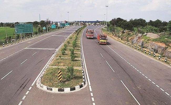 Gadkari lays foundation stone for major highway projects - Sakshi