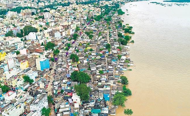 Heavy Rain At Maharashtra Increase Inflow Krishna River - Sakshi