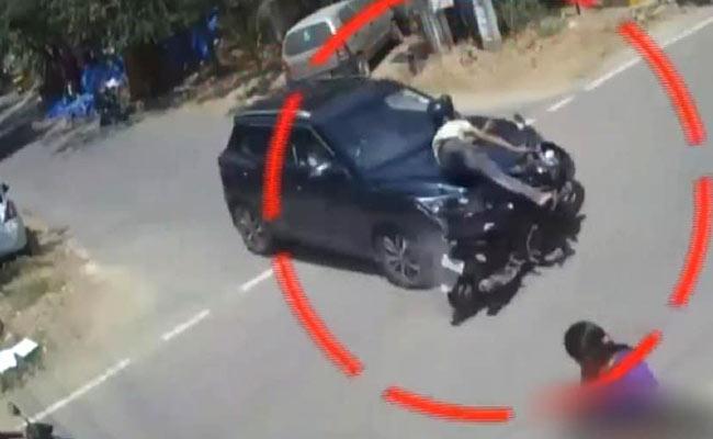 Road Accident Near Hayathnagar Highway, 2 people Injured - Sakshi