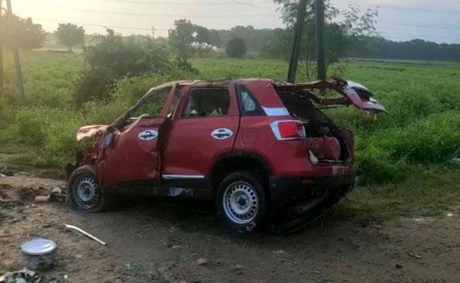 4 Killed One Injured In Car Accident Near Rompicherla Major Canal - Sakshi