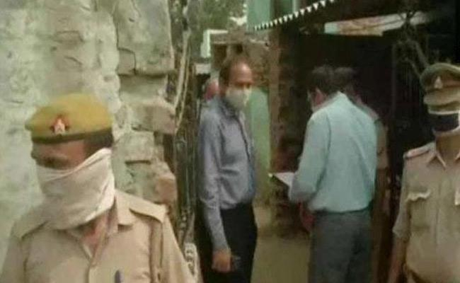 Hathras Incident CBI Officers Recovered Blood Stain Clothes From Accused House - Sakshi