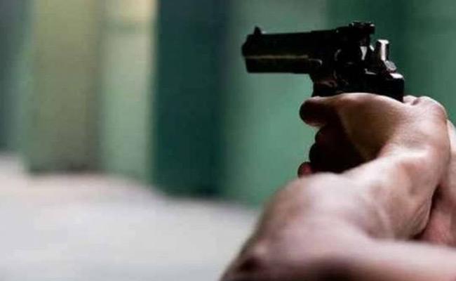 Gun Firing On  DMK Leader Velayadam In Tamilnadu - Sakshi