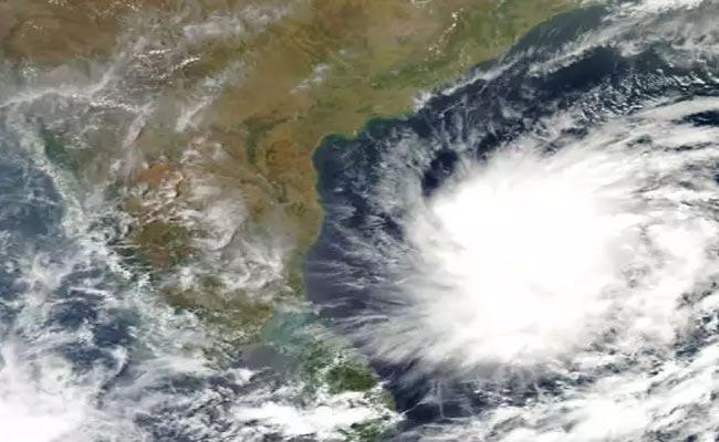 Low Pressure In The Bay Of Bengal On The 19th - Sakshi