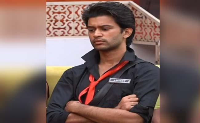 Bigg Boss 4 Telugu: Netizens Slams Abhijeet Not Performing Physical Task - Sakshi