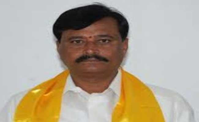 Former TDP MLA Parthasarathy Using Obscene Language On Police - Sakshi