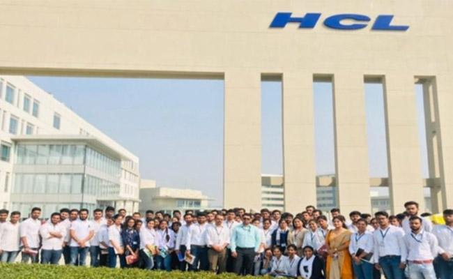 HCL Will Hire 9000 Freshers, salary hike - Sakshi