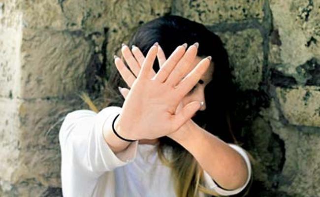 Madhya Pradesh Woman Allegedly Stabs Man 25 Times To Death - Sakshi