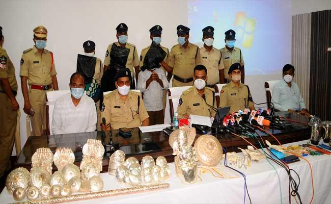 Man Arrested For Burglary In 22 Temples At Kurnool - Sakshi