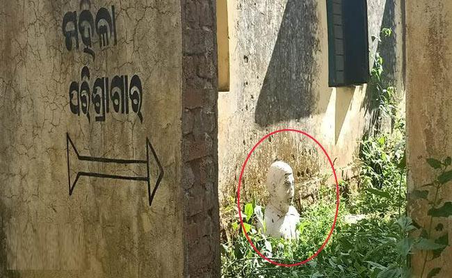 Freedom Fighter Saheed Laxman Naik Statue Vandalized In Orissa - Sakshi