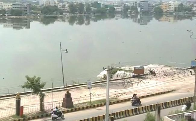 Heavy Rain And Saroornagar Pond Floods In Dilsukhnagar - Sakshi
