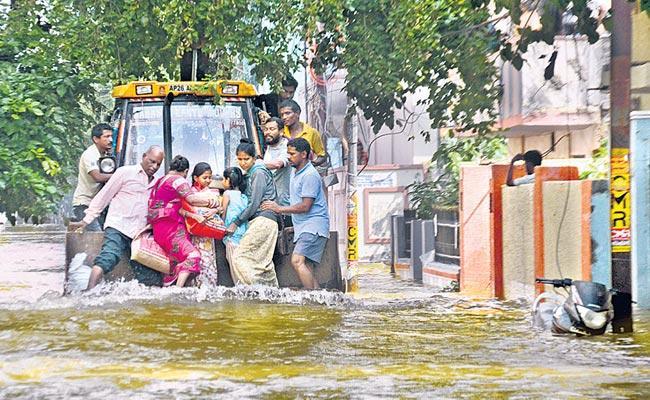 200 Colonies In Hyderabad Are Still Under Flood Water - Sakshi