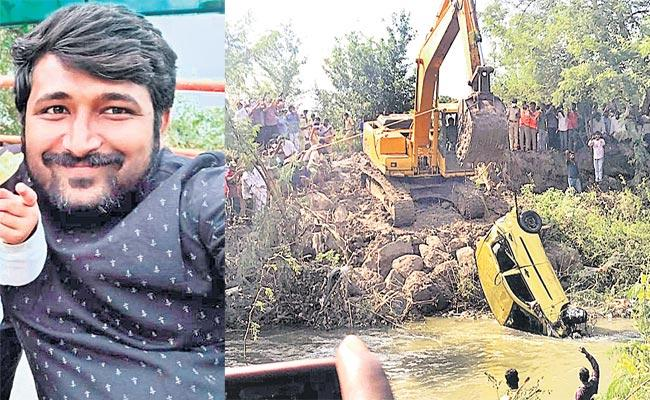 Anand Disease His Car Washed Away In The Sand dune At Medak District - Sakshi