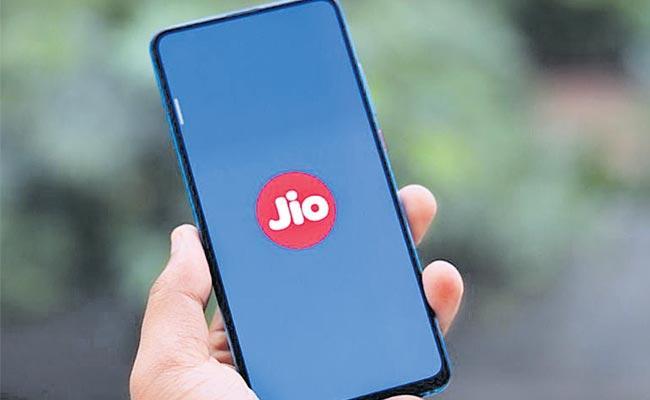 Jio Planning To Sell 5G Smartphones Cheap Price - Sakshi