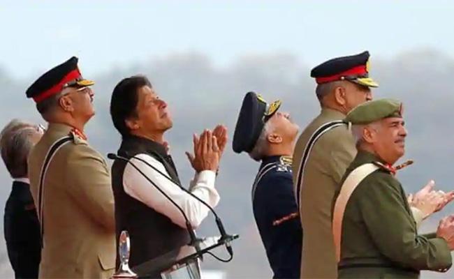Pakistan Readies To Built New Mobile Towers In Kashmir - Sakshi