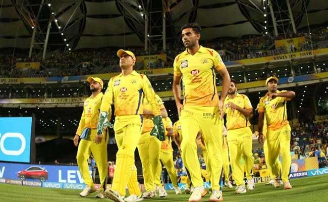 Sanjay Manjrekar Speaks About Chennai Super Kings Team Bowling Line Up - Sakshi