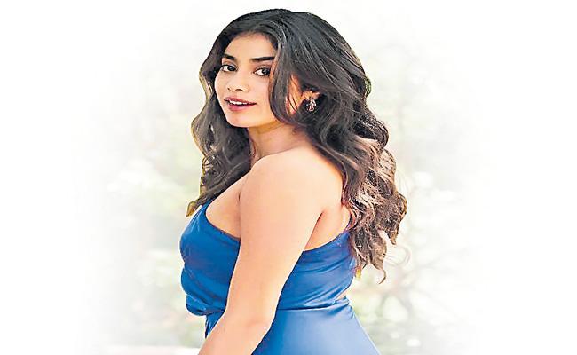 Janhvi Kapoor in Remake of Kolamavu Kokila - Sakshi
