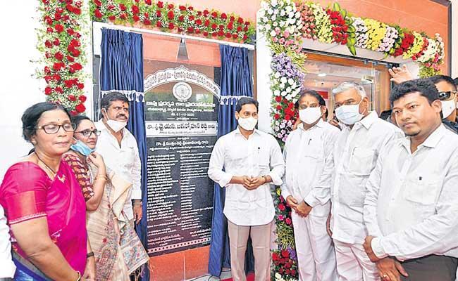 YS Jagan Mohan Reddy Inaugurates Bapu Museum At Vijayawada - Sakshi