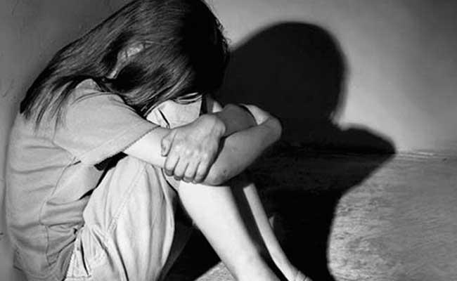 Girl Molested By Police In Nizamabad Mother Accused - Sakshi