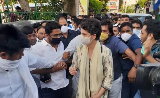Priyanka Gandhi Vadra Attends Prayer Meet In Delhi Over Hathras Case - Sakshi