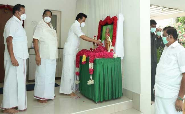DMKMK StalinMeetsChiefMinisterPalaniswami - Sakshi