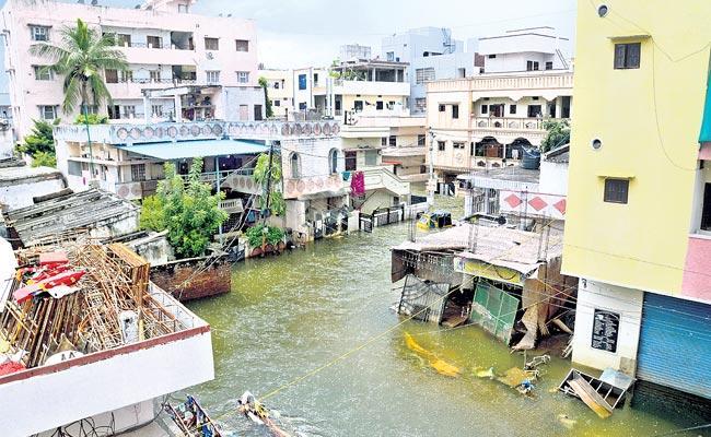 Many Colonies Still Underwater In Hyderabad - Sakshi