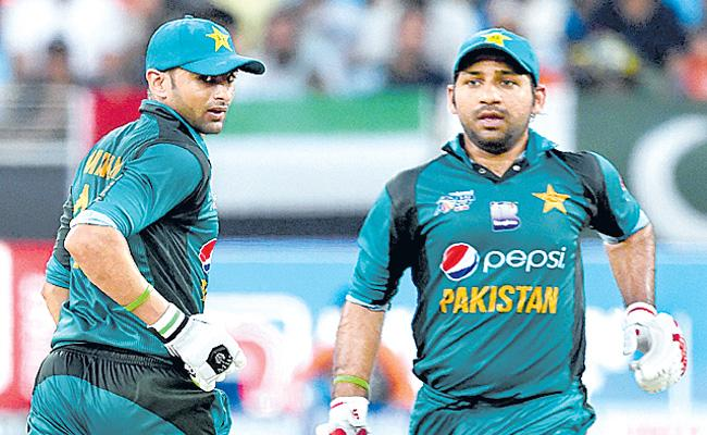 PAK Seniors left out of limited overs series against Zimbabwe Tour - Sakshi