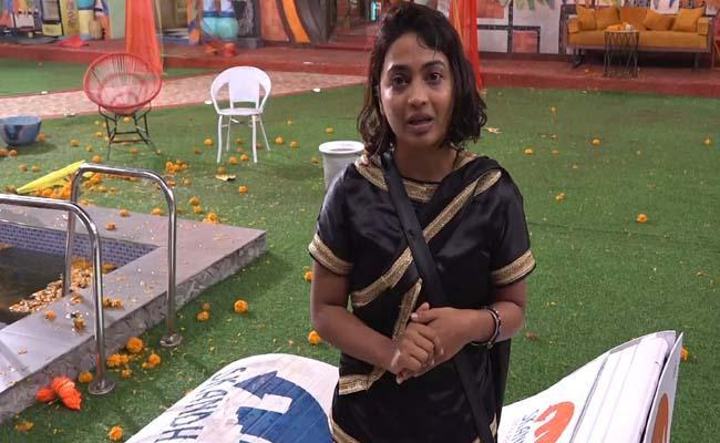 Bigg Boss 4 Telugu: Harika Cry In Good Humans Vs Demons Task - Sakshi