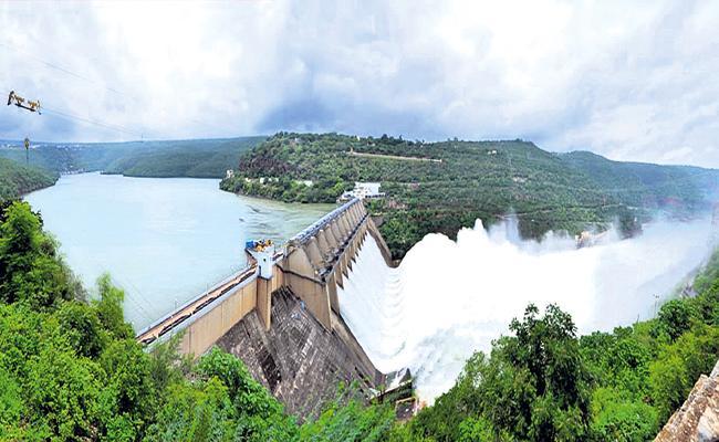 Huge Flood flow continues in Krishna River - Sakshi