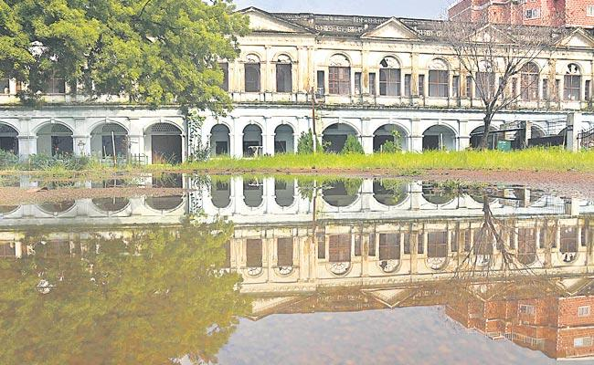 Nizam Constructions Damaged In Hyderabad Due To Heavy Rain - Sakshi