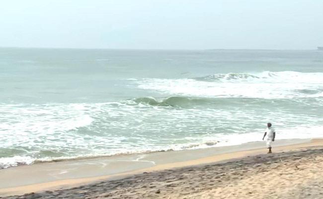 Low Pressure In Bay Of Bengal To Bring Rains In Odisha AP - Sakshi