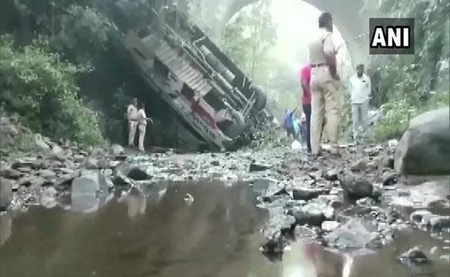 Bus Fell Into George 5 Died And 35 Injured In Maharashtra - Sakshi