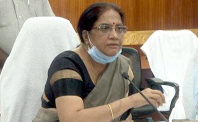 Corona Death Rate Decreased In AP Says Neelam Sahni - Sakshi