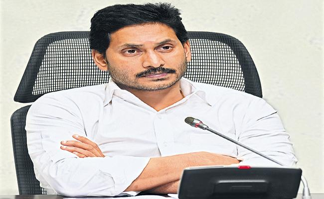 CM Jagan meeting with Collectors and SPs and JCs on relief operations of heavy rains - Sakshi