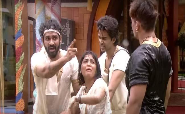 Bigg Boss 4 Telugu: Akhil And Mehaboob Fight In Task - Sakshi