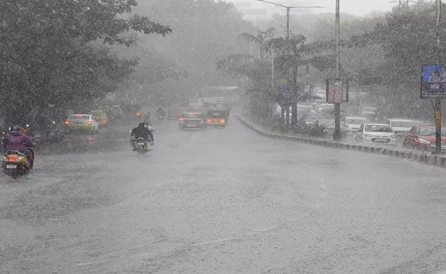 Heavy Rainfall In Hyderabad Dilsukhnagar Area - Sakshi