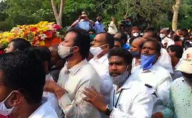 Thefting In Nayani Narsimha Reddy Funerals - Sakshi