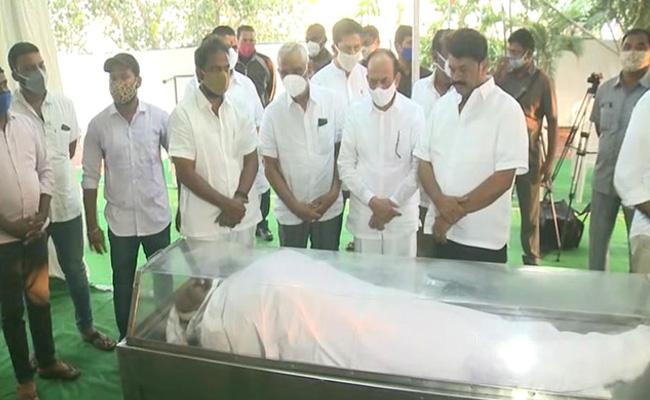 CM KCR Orders Telangana State Funeral for Nayani Narsimha Reddy - Sakshi