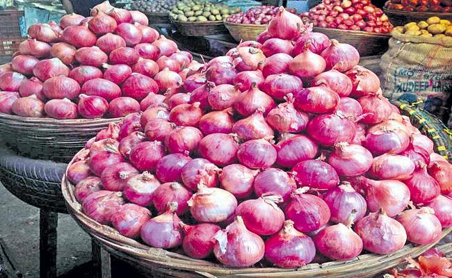 Subsidized onion in Rythu Bazaars from 23 October in AP - Sakshi