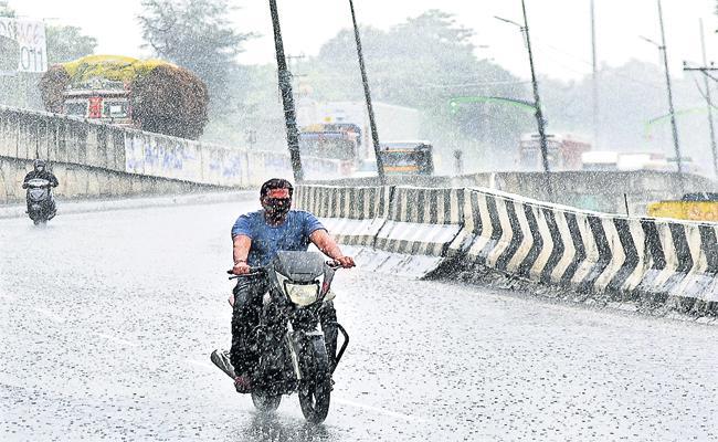 Heavy rain forecast for Visakha and Vizianagaram districts - Sakshi